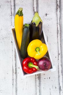 Mediterranean oven vegetables in wooden box - LVF06758