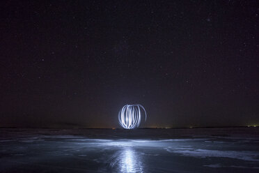 Lightpainting, circles at night - VPIF00382