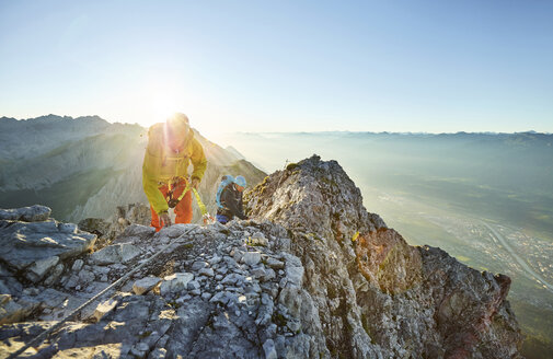 Austria, Tyrol, Innsbruck, mountaineer at Nordkette via ferrata - CVF00235