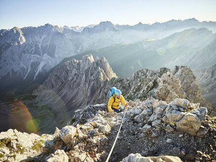 Austria, Tyrol, Innsbruck, mountaineer at Nordkette via ferrata - CVF00241