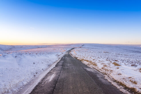 United Kingdom, Scotland, East Lothian, Lammermuir Hills, road in winter - SMAF00962