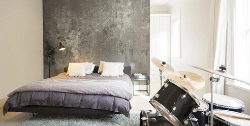 Drum set in modern bedroom - HOXF00199