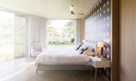 Luxury bedroom open to yard - HOXF00235