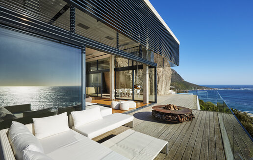 Modern luxury beach house patio with sunny ocean view - HOXF00463