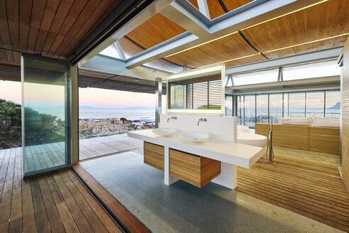 Modern luxury home showcase bathroom with ocean view - HOXF00502