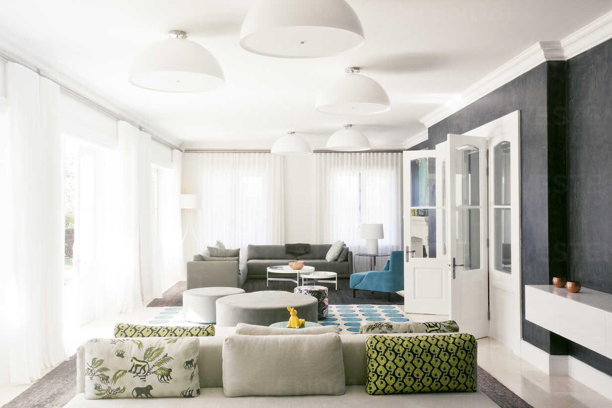 Home showcase living room - HOXF00751 - Tom Merton/Westend61