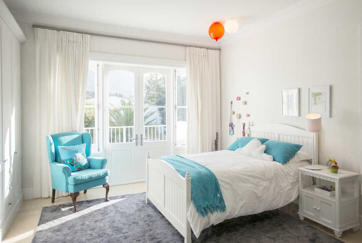 Turquoise color accents in child's bedroom - HOXF00766 - Tom Merton/Westend61