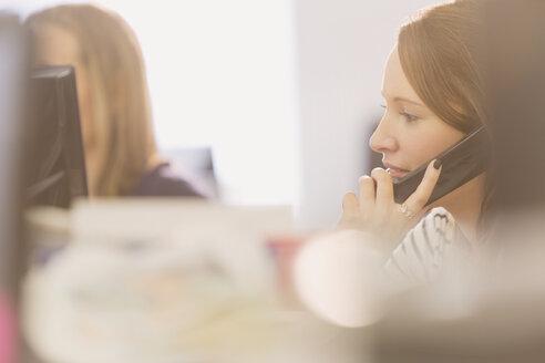 Businesswoman talking on telephone - HOXF00871