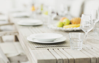 Placesettings on bleached wood dining table - HOXF00949