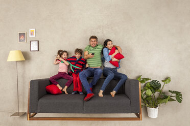 Family with two children watching TV together - BAEF01547