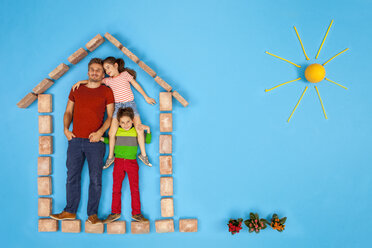 Father and children standing in their hoemm with a beautiful garden - BAEF01565