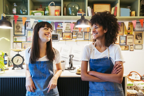 Portrait of two smiling women in a store - EBSF02215