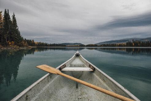 Canada, British Columbia, Boya Lake, Boya Lake Provincial Park, kanu - GUSF00371