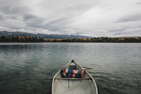 Canada, British Columbia, Boya Lake, Boya Lake Provincial Park, kanu - GUSF00374