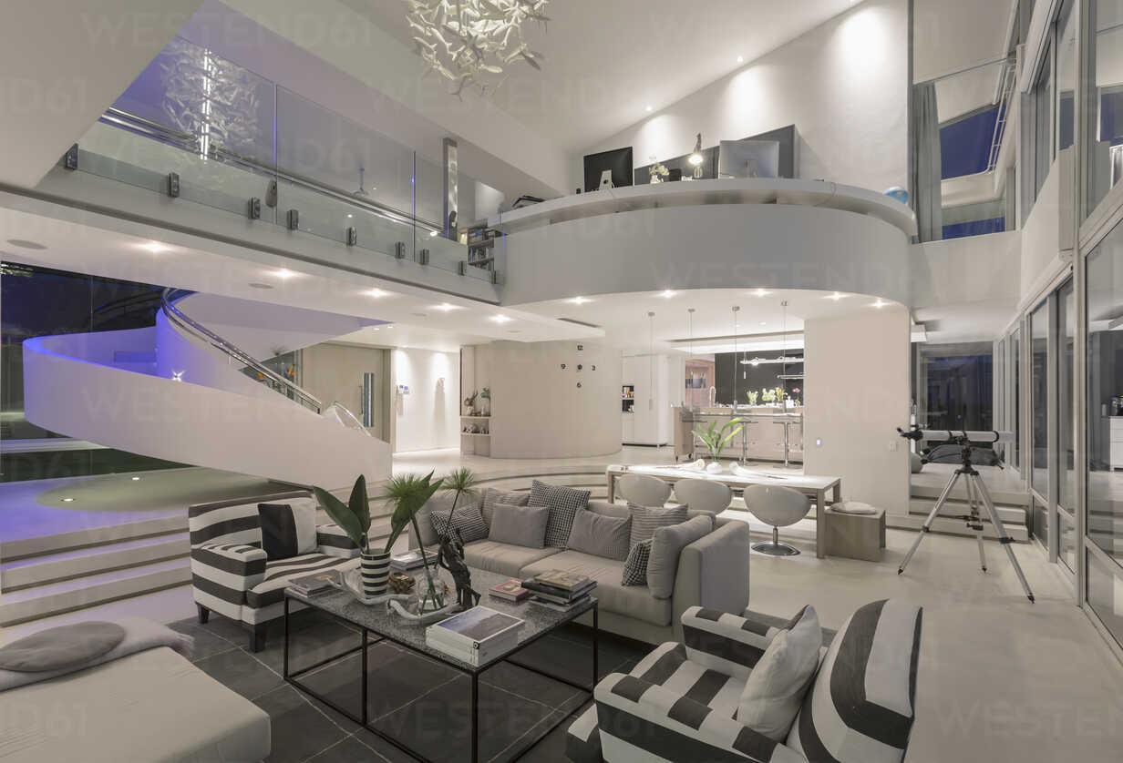 Illuminated Modern Luxury Home Showcase Interior Open Plan Stockfoto