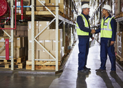 Manager and worker handshaking in distribution warehouse - HOXF02859