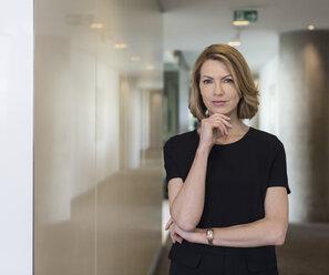 Portrait confident businesswoman in office corridor - HOXF03291