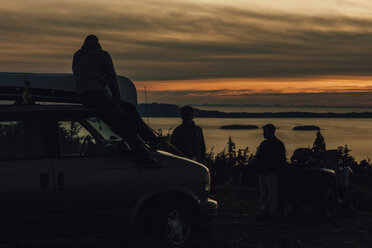 Canada, British Columbia, Prince Rupert, friends with minivan at Mount Hays at sunset - GUSF00404