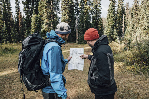 Canada, British Columbia, Yoho National Park, two hikers reading map at Mount Burgess - GUSF00413
