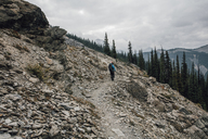 Canada, British Columbia, Yoho National Park, hikers on trail at Mount Burgess - GUSF00416