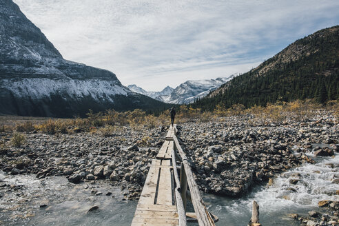 Canada, British Columbia, Mount Robson Provincial Park, man hiking on Berg Lake Trail - GUSF00482
