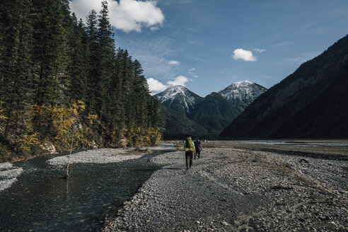 Canada, British Columbia, Mount Robson Provincial Park, two men hiking on Berg Lake Trail - GUSF00485