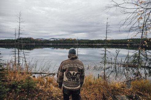 Canada, British Columbia, man standing at Blue Lake - GUSF00494