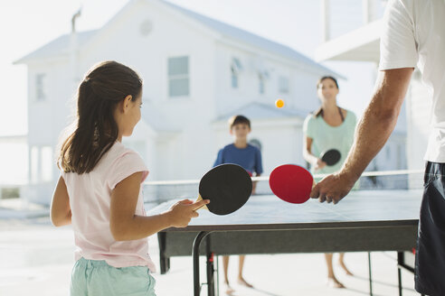 Family playing table tennis together outdoors - CAIF08050