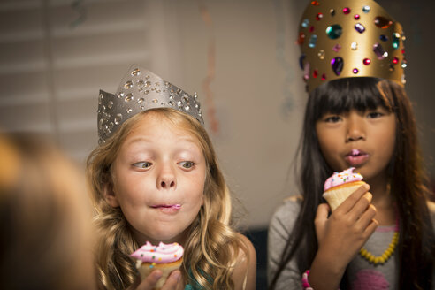 Kids eating cup cakes at birthday party - CAVF04103