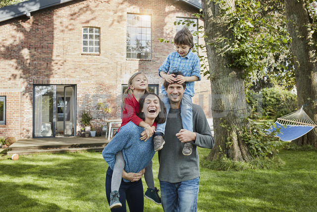 Portrait of happy family in garden of their home - RORF01227
