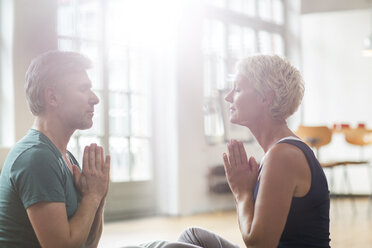 Older couple meditating - CAIF14829