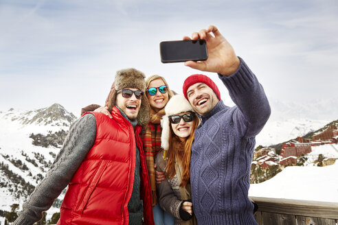 Friends taking picture together in the snow - CAIF15286