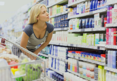 Woman shopping in grocery store - CAIF15616