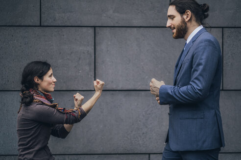 Businessman and woman fighting - JSCF00097