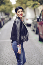 Portrait of fashionable young woman wearing jeans and leather jacket - JSMF00126