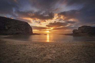 Spain, Canary Islands, Lanzarote, Sunset at Papagayo beach - DHCF00183