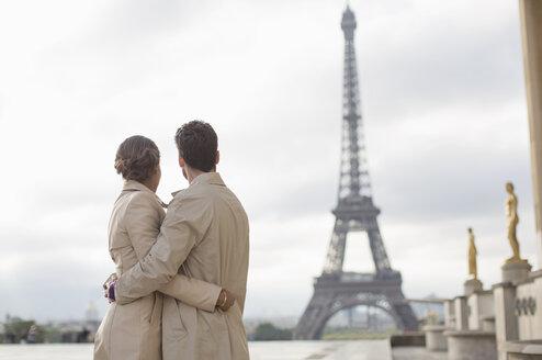 Couple admiring Eiffel Tower, Paris, France - CAIF17034