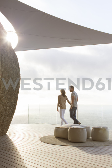 Couple walking on modern balcony - CAIF17160 - Astronaut Images/Westend61