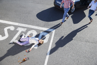 Driver rushing to injured girl on street - CAIF17415