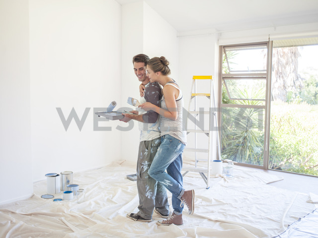 Couple painting walls - CAIF18562