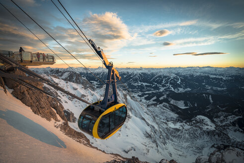 Austria, Styria, Schladming, cable car at Dachstein glacier - STCF00477