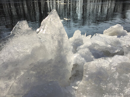 Ice at riverside - JTF00951