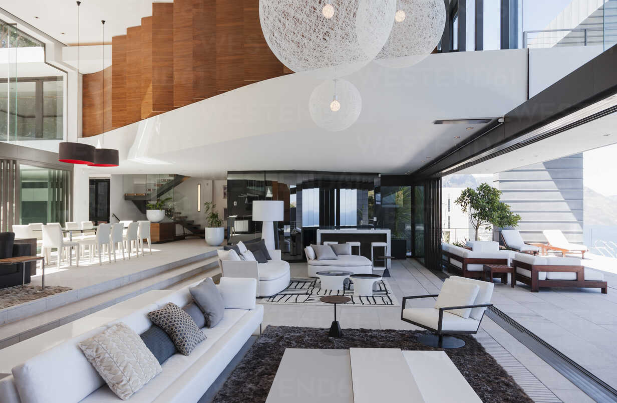 Living room in modern house - CAIF19027 - Astronaut Images/Westend61