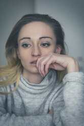 Portrait of pensive depressive woman - JUNF01031
