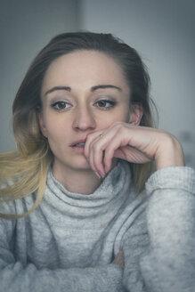 Portrait of pensive depressive woman - JUNF01031