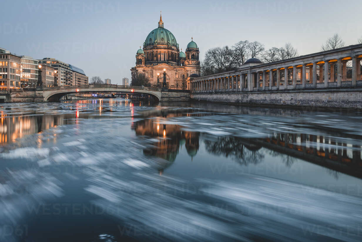 Germany, Berlin, view to Berliner Cathedral at twilight - KEBF00761 - Kerstin Bittner/Westend61