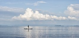 Thailand, Krabi, Lao Liang, man on SUP Board in the ocean - ALRF01033
