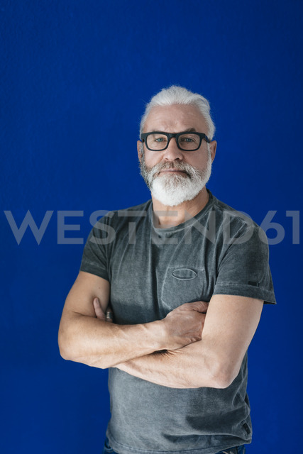 Portrait of confident bearded mature man - MOEF00945