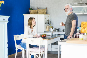 Happy mature couple in kitchen at home - MOEF00981