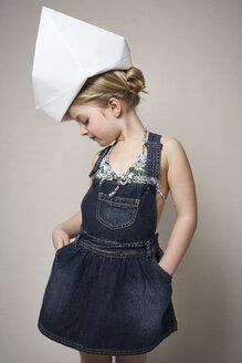 Fashionable little girl wearing big  paper hat - FSF01007